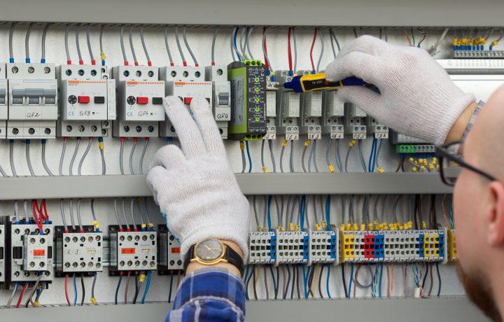 電気工事士とは?必要な資格や電気工事士になるための方法